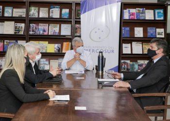 Reunión de la delegación paraguaya al Parlasur con embajador cubano en Asunción. Foto: @PyParlasur/Twitter.