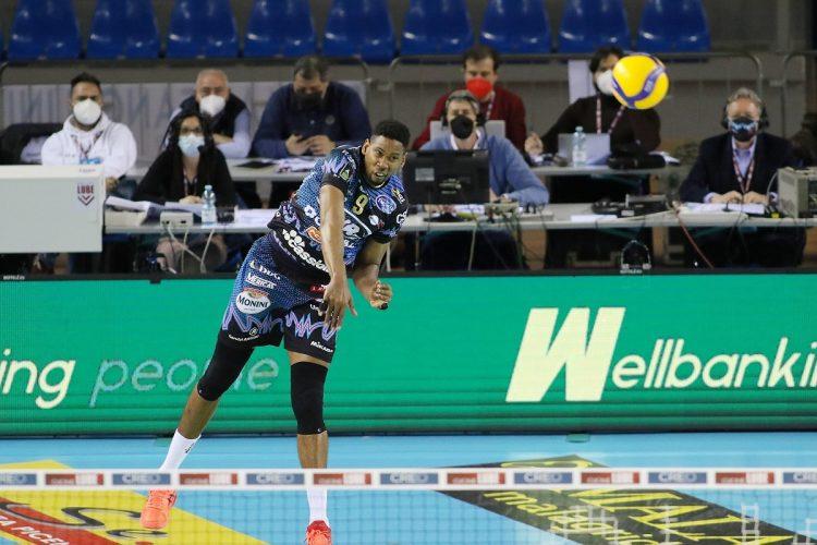 Wilfredo León rescató al Perugia con un rendimiento superlativo en el segundo juego de la final del voleibol italiano. Foto: Tomada de Lega Volley.