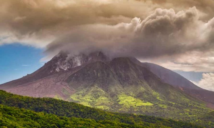 El volcán La Soufriere en San Vicente. Foto: The Progressive.