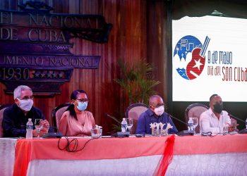 Conferencia de prensa por el Día del Son Cubano, el 29 de abril de 2021 en el Hotel Nacional, en La Habana. De izquierda a derecha: Fernando León Jacomino, viceministro de cultura; Indira Fajardo, presidenta del Instituto Cubano de la Música; Adalberto Álvarez, Premio Nacional de Música y principal impulsor de la iniciativa; y Roylan Pardo, director de la campaña por la fecha.
