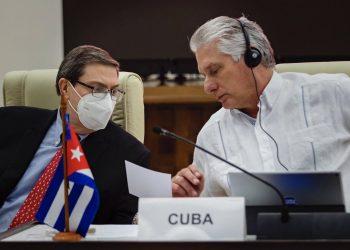 El ministro de experiores cubanos y Miguel Díaz-Canel durante la XVIII Cumbre virtual del ALBA-TCP, el 14 de diciembre de 2020. Foto: Estudios Revolución/ presidencia.gob.cu.