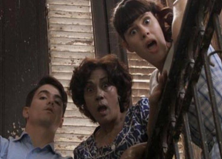 """Alina Rodríguez (centro), Natalia Tápanes y Carlos Solar en el filme """"Contigo pan y cebolla"""" dirigido por Juan Carlos Cremata."""