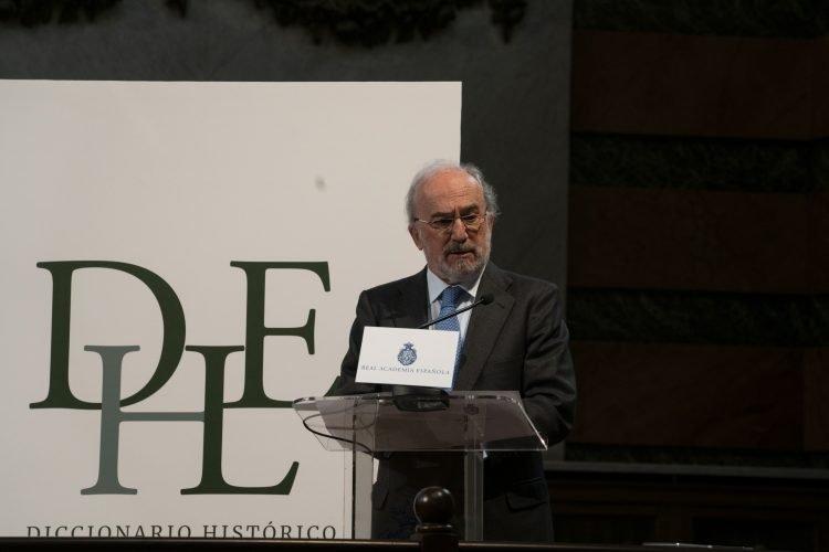 Santiago Muñoz Machado, director de la Real Academia Española (RAE), en la presentación de las novedades del Diccionario Histórico de la Lengua Española, el 13 de abril de 2021. Foto: @RAEinforma / Twitter.