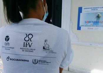 Inicio de la fase III de ensayos clínicos del candidato vacunal cubano contra la COVID-19 Soberana 02, en La Habana. Foto: @FinlayInstituto / Twitter.