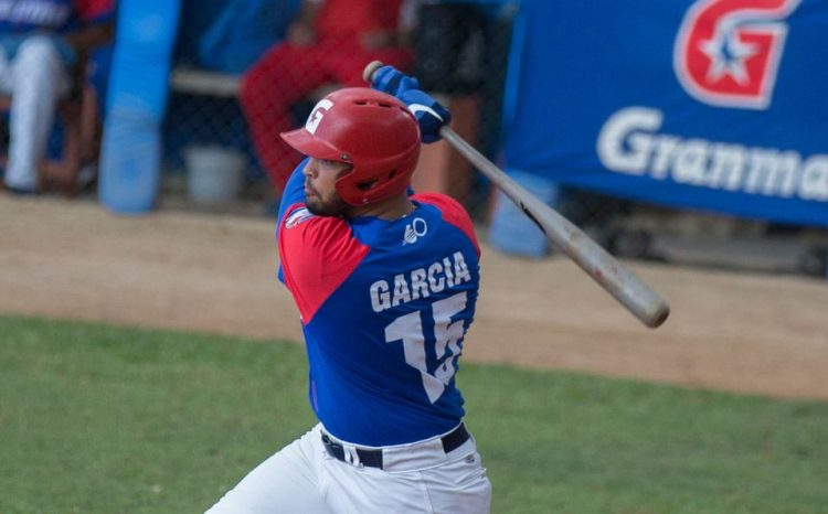 El bateo de Guillermo García fue clave en la tercer victoria de los Alazanes de Granma en la final de la 60 Serie Nacional ante Matanzas. Foto: Foto: Ismael Francisco / Cubadebate.