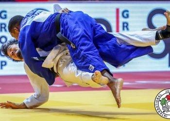 El cubano Orlando Polanco (de azul) en un combate de judo. Foto: ijf.org / Archivo.
