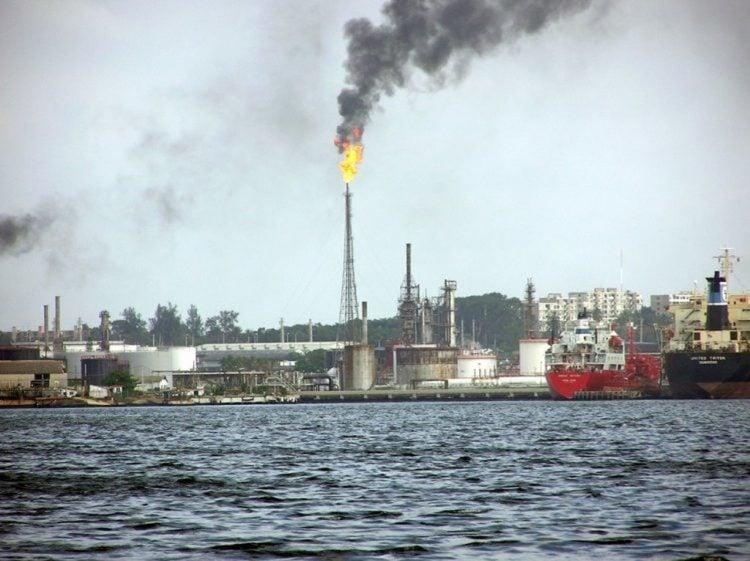 Imagen de la refinería Ñico López en La Habana. Foto: Mapio.net / Archivo.