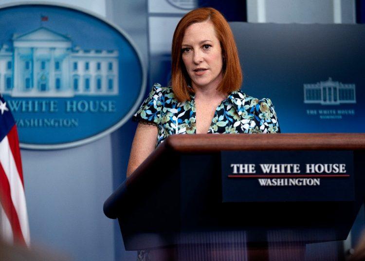 La secretaria de Prensa de la Casa Blanca, Jen Psaki, habla con periodistas, en Washigton. Foto: Stefani Reynolds/Efe.
