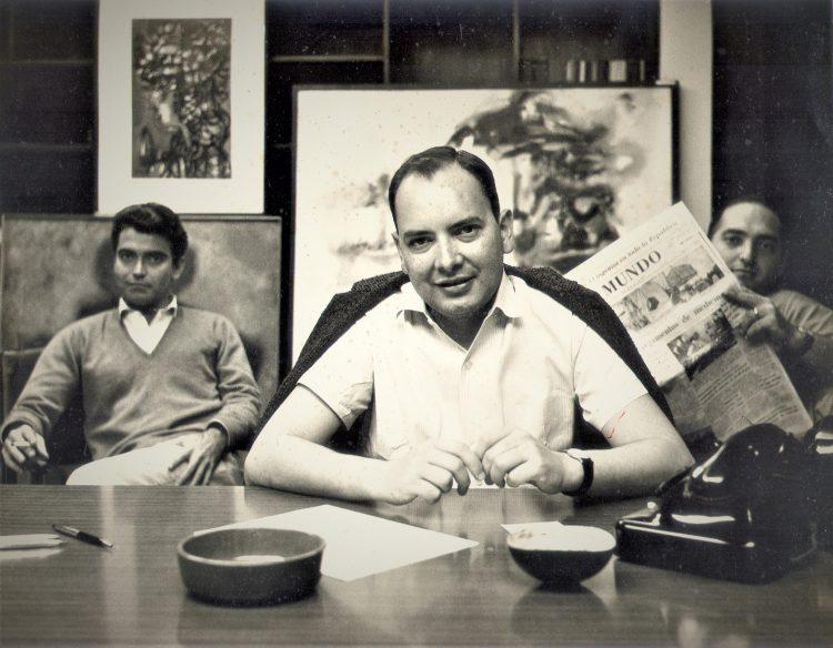 Alfredo Guevara, a su la derecha Héctor García Mesa, a su  izquierda Saúl Yelín, todos fundadores del ICAIC. Foto Agnes Varda.