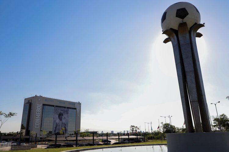 Sede de la Confederación Sudamericana de Fútbol (Conmebol), en Luque, Paraguay. Foto: Nathalia Aguilar / EFE / Archivo.