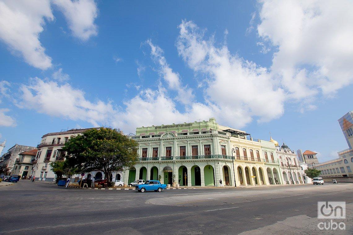 Hotel Armadores de Santander, en las cercanías de la Alameda de Paula, en La Habana. Foto: Otmaro Rodríguez.
