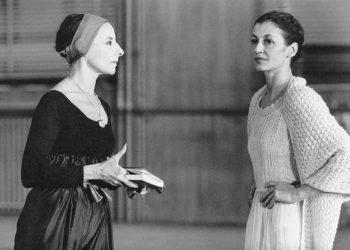 Alicia Alonso y Carla Fracci durante un ensayo. Foto: Angelo Cozzi vía Ballet Nacional de Cuba/Facebook.