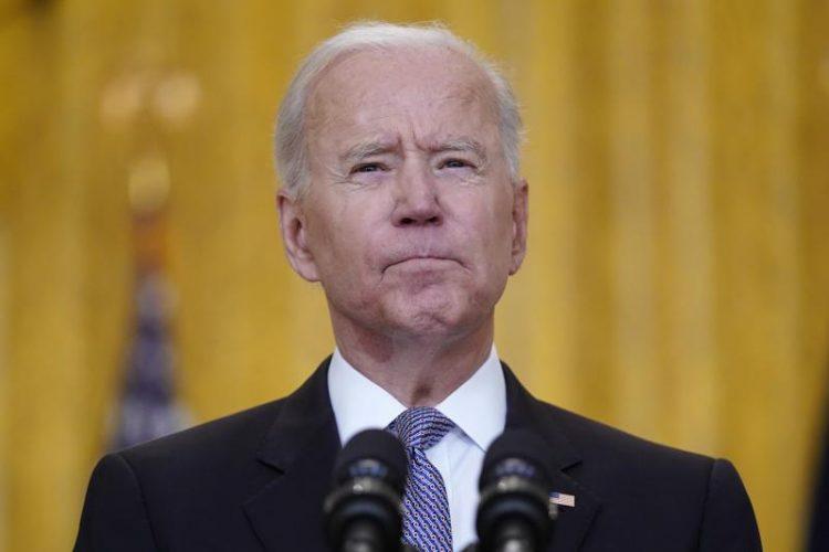 El presidente Biden en el Salón Este de la Casa Blanca. Foto: Evan Vucci/AP.