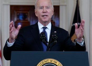 El presidente Joe Biden habla en el Cross Hall de la Casa Blanca. Foto:  Evan Vucci/AP.