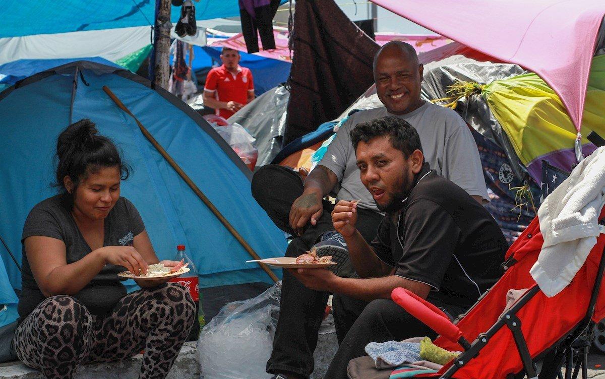Campamento El Chaparral en la frontera de México con Estados Unidos. Foto: EFE/ Joebeth Terriquez.
