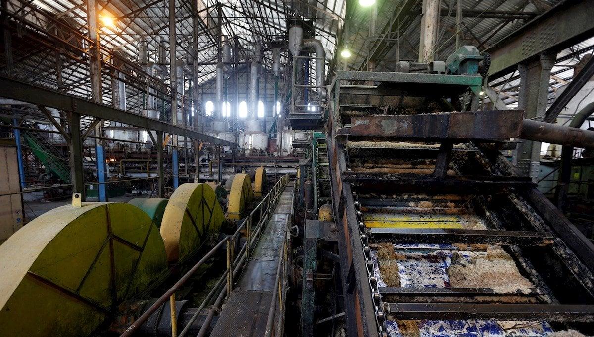 Vista del interior del Central Azucarero Boris Luis Santa Coloma, que permanece en paro de su producción de azúcar, el 29 de abril de 2021 en Madruga, Mayabeque (Cuba). Foto: EFE/Ernesto Mastrascusa.