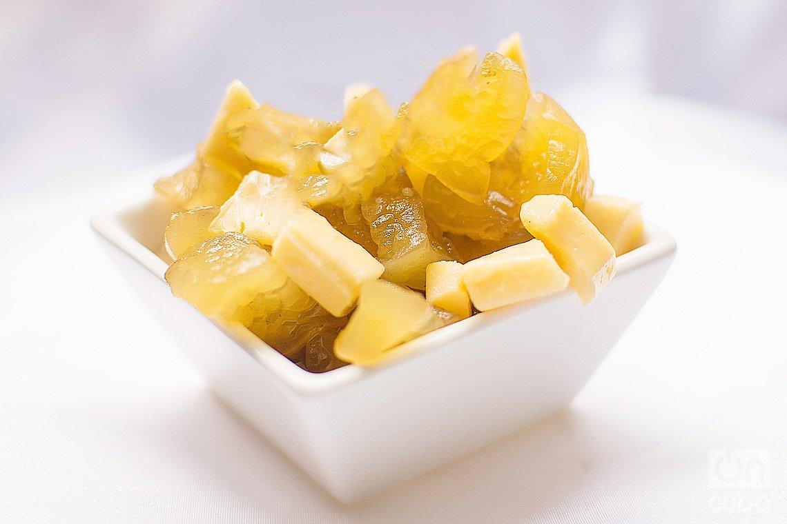 Dulce de fruta bomba con queso. Foto: Otmaro Rodríguez.