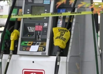 Una gasolinera de Florida con crisis de combutible. Foto: WKMG.