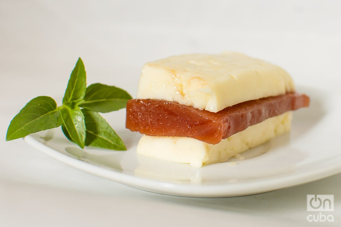 Conserva de guayaba con queso. Foto: Otmaro Rodríguez.