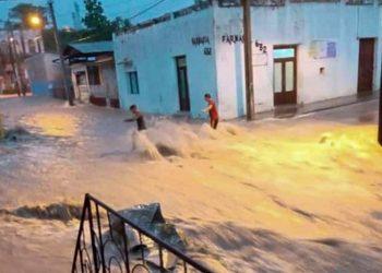 Inundaciones en Manzanillo, en la oriental provincia cubana de Granma, el 24 de mayo de 2021. Foto: José Ortiz / Facebook.