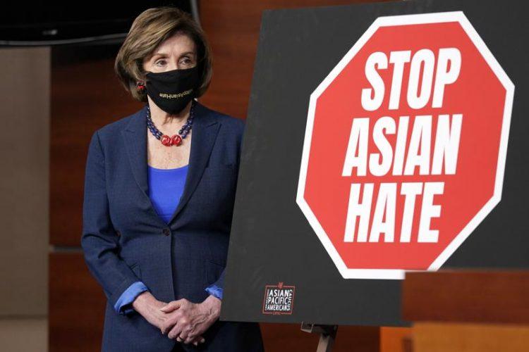 La presidenta de la Cámara de Representantes, Nancy Pelosi, durante una conferencia de prensa hoy martes 18 de mayo en Washington DC. Foto: Susan Walsh/AP.