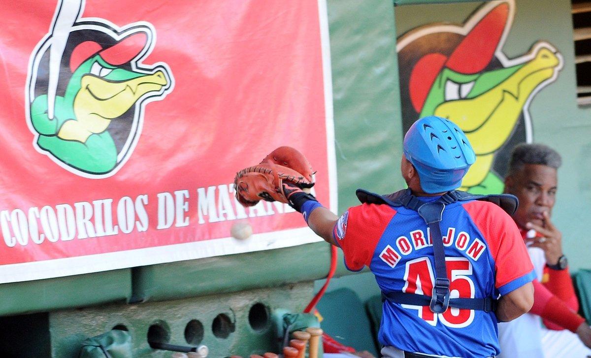 Frank Camilo Morejón has been Cuba's most consistent defensive catcher in the last decade. Photo: Ricardo López Hevia.