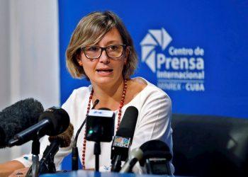 Elena Gentili, directora de Oxfam en Cuba, habla en conferencia de prensa hoy en La Habana, Cuba. Foto: EFE/ Ernesto Mastrascusa.