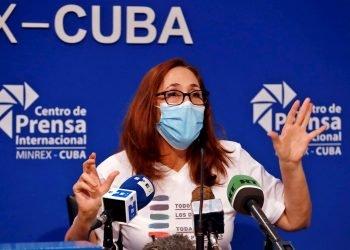 Mariela Castro Espín, directora del Centro Nacional de Educación Sexual (Cenesex) habla en la conferencia de prensa sobre la XIV jornada cubana contra la homofobia y la transfobia, en La Habana, el 4 de mayo de 2021. Foto: Ernesto Mastrascusa / EFE.