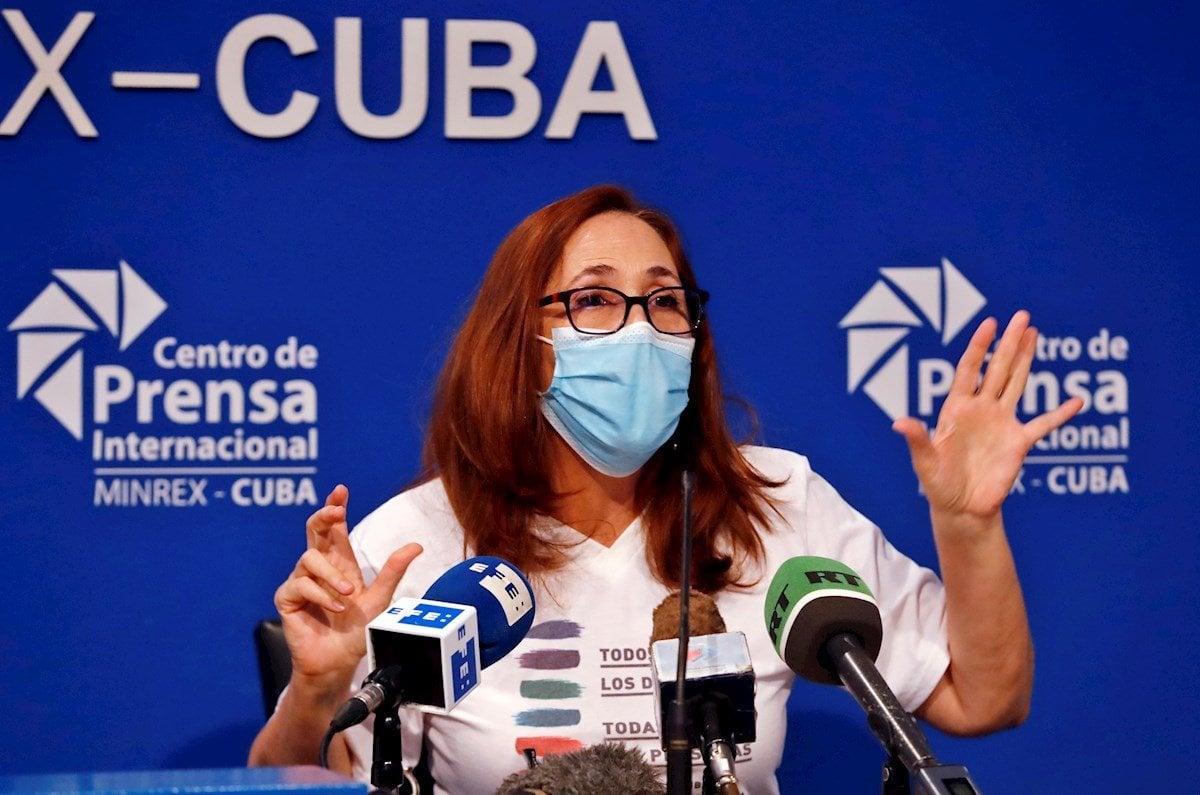 Mariela Castro Espin, directora del Centro Nacional de Educación Sexual (Cenesex) habla en la conferencia de prensa sobre la XIV jornada cubana contra la homofobia y la transfobia, en La Habana, el 4 de mayo de 2021. Foto: Ernesto Mastrascusa / EFE.