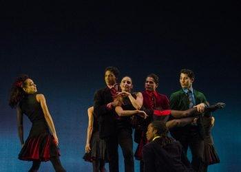 """Compañía Acosta Danza en el espectáculo """"Rooster"""", del coreógrafo británico Christopher Bruce. Foto: Enrique (Kike) Smith, vía twitter.com/AcostaDanza"""