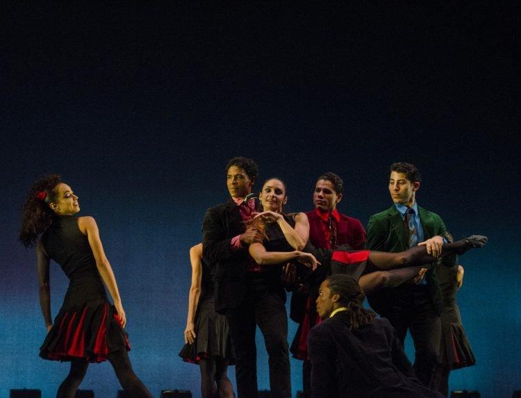 """Compañía Acosta Danza en el espectáculo """"Rooster"""", del coreógrafo británico Christopher Bruce. Foto: Enrique (Kike) Smith / Acosta Danza / Archivo."""