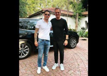 Willy Chirino y Leoni Torres, en Miami. Detalle de la foto compartida en: facebook.com/willychirino.