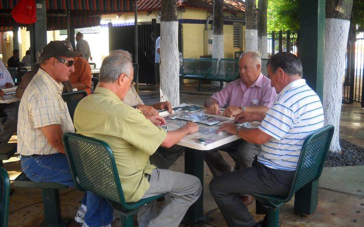 Una de las mesas de juego del parque.   Foto: Condado Miami-Dade.