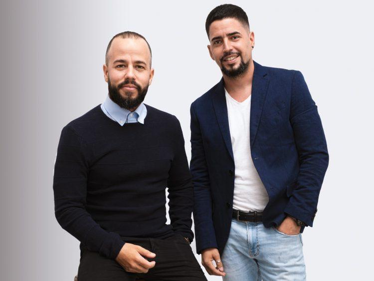 Alex García y Rolando David Soto, fundadores del estudio privado de diseño ENSO, en Cienfuegos, Cuba. Foto: Cortesía de ENSO.