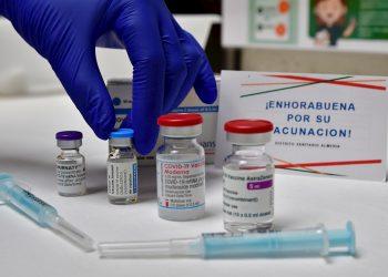 Vacunas contra la COVID-19. Foto: Carlos Barba / EFE / Archivo.