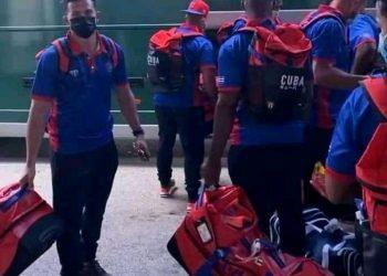 Llegada del equipo cubano al Aereopuerto Internacional de Miami. Foto: Joan Carlos González/Por la Goma.