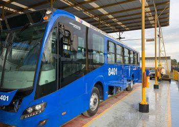 Ómnibus donados por Japón para el transporte público de La Habana. Foto: Perfil de Facebook de la Embajada de Cuba en Japón.