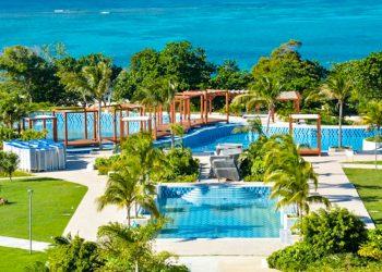 El hotel Almirante, primer resort de sol y playa del grupo Cubanacán en el oriente de Cuba, con categoría cinco estrellas, será el nuevo atractivo del balneario de Guardalavaca, en Holguín. Foto: ACN/Juan Pablo Carreras.