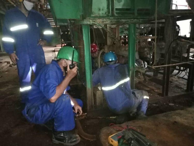 Reparaciones en la termoeléctrica Antonio Guiteras, en Matanzas. Foto: Perfil de Twitter del Ministerio de Energía y Minas de Cuba / Archivo.