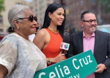 Omer Pardillo Cid, albacea de Celia Cruz (derecha) en la ceremonia de nombramiento en Nueva York. Foto: su cortesía.