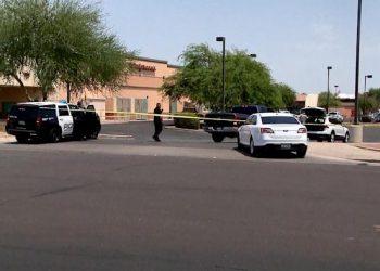 Escena del tiroteo en Arizona. Foto: Yahoo.