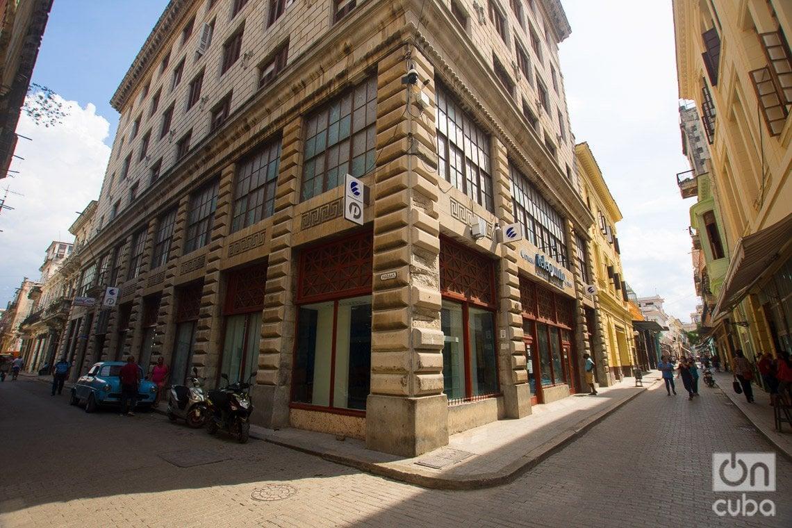 Antiguo edificio Frank Robins Company, iniciador en La Habana de la construcción de los grandes buildings de estilo norteamericano, en la calle de Obispo. Foto: Otmaro Rodríguez.