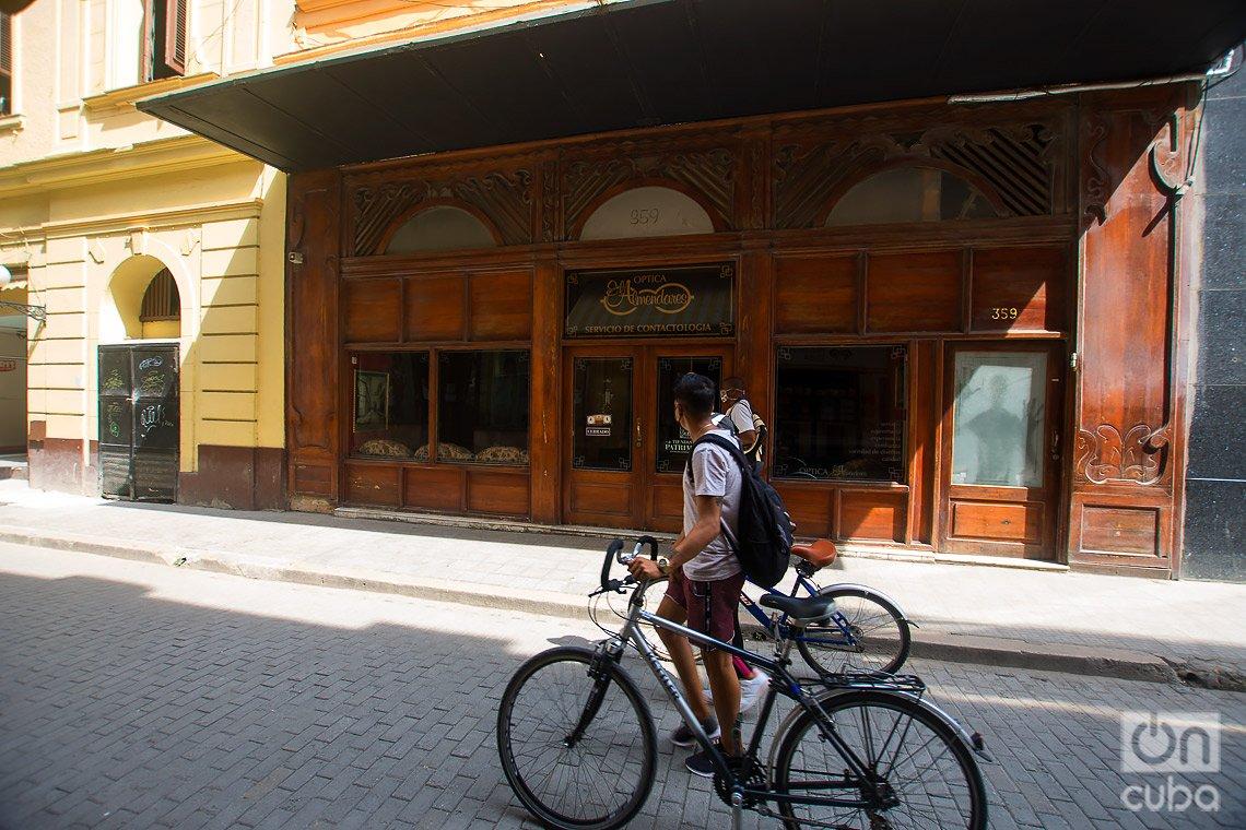 Óptica Almendares, en la calle de Obispo de La Habana. Foto: Otmaro Rodríguez.