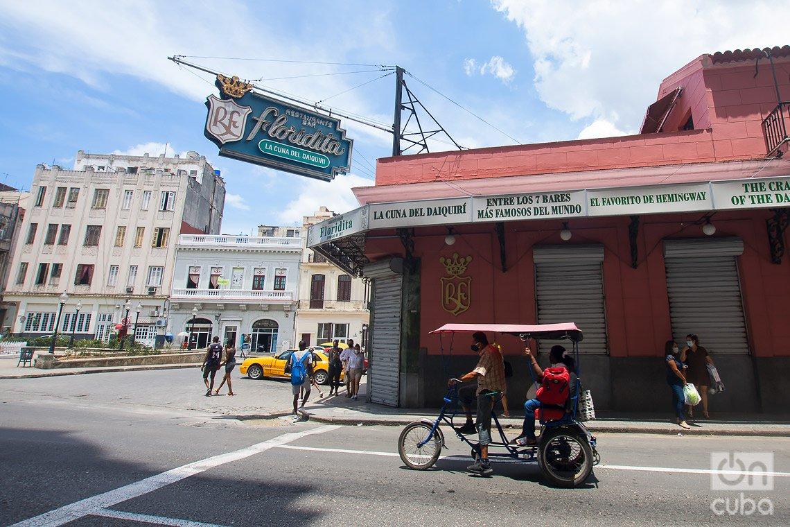 Bar-Restaurante Floridita, al inicio de la calle de Obispo, en La Habana. Foto: Otmaro Rodríguez.