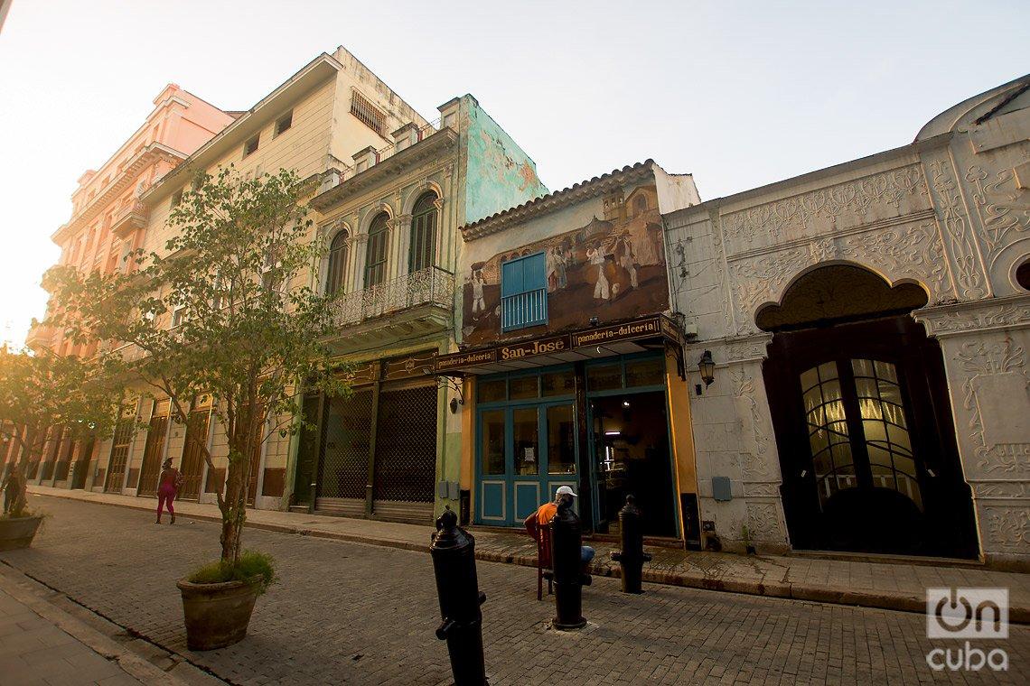 Panadería-Dulcería San Francisco, en la calle de Obispo de La Habana. Foto: Otmaro Rodríguez.