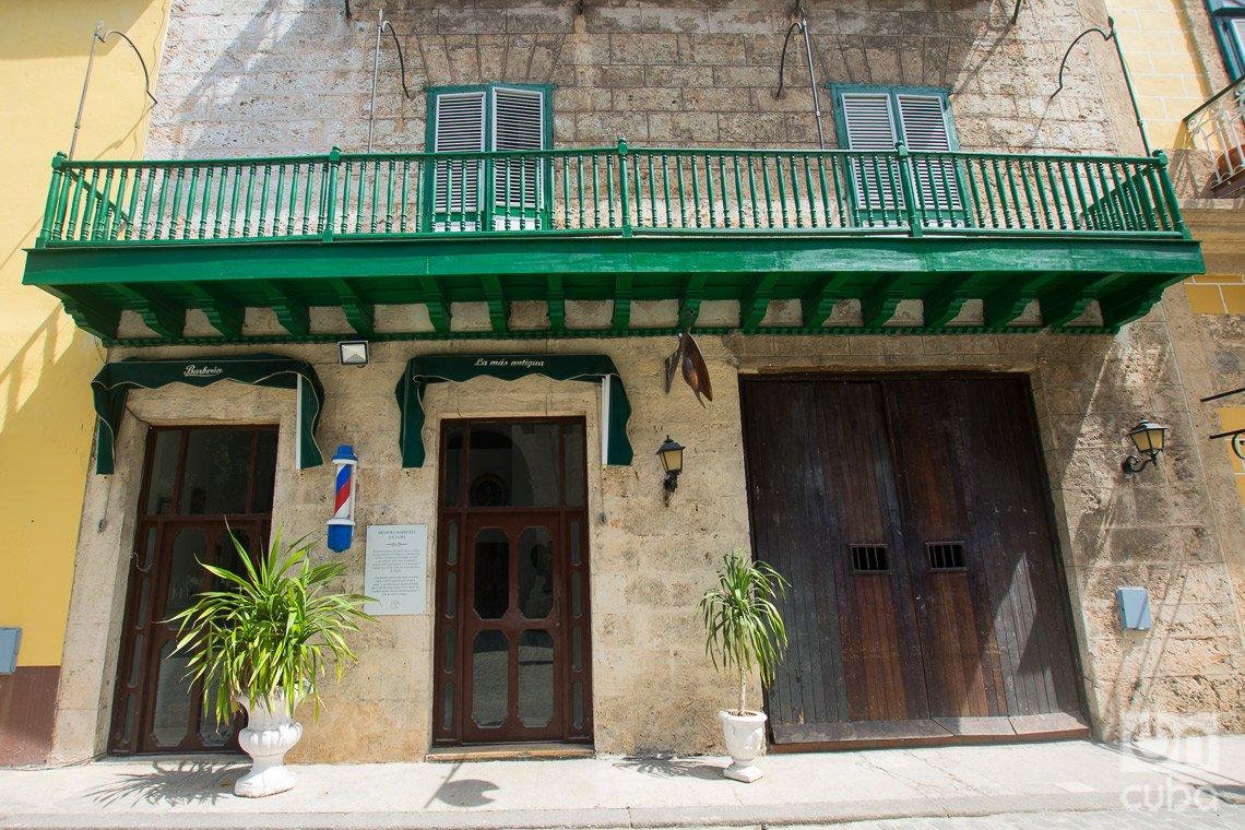 Primera Barbería de Cuba, en la calle de Obispo de La Habana. Foto: Otmaro Rodríguez.