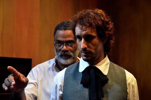 """El actor Yasmani Guerrero y el director de """"Buscando a Casal"""", Jorge Luis Sánchez. Foto: Icaic."""