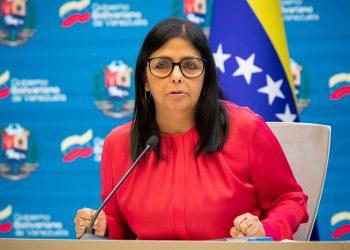 """La vicepresidenta de Venezuela, Delcy Rodríguez, indicó que su país ha suscrito un contrato con Cuba para el """"suministro de 12 millones de vacunas Abdala"""" que estarán llegando al país """"en los próximos meses"""". Foto: EFE/Rayner Peña/Archivo."""