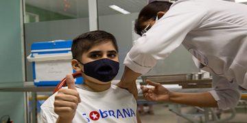 Gabriel Garcia Fernández, de 12 años, primer voluntario vacunado con Soberana 02, como parte del ensayo clínico Soberana-Pediatría. Foto: Ismael Francisco / Cubadebate / Archivo.