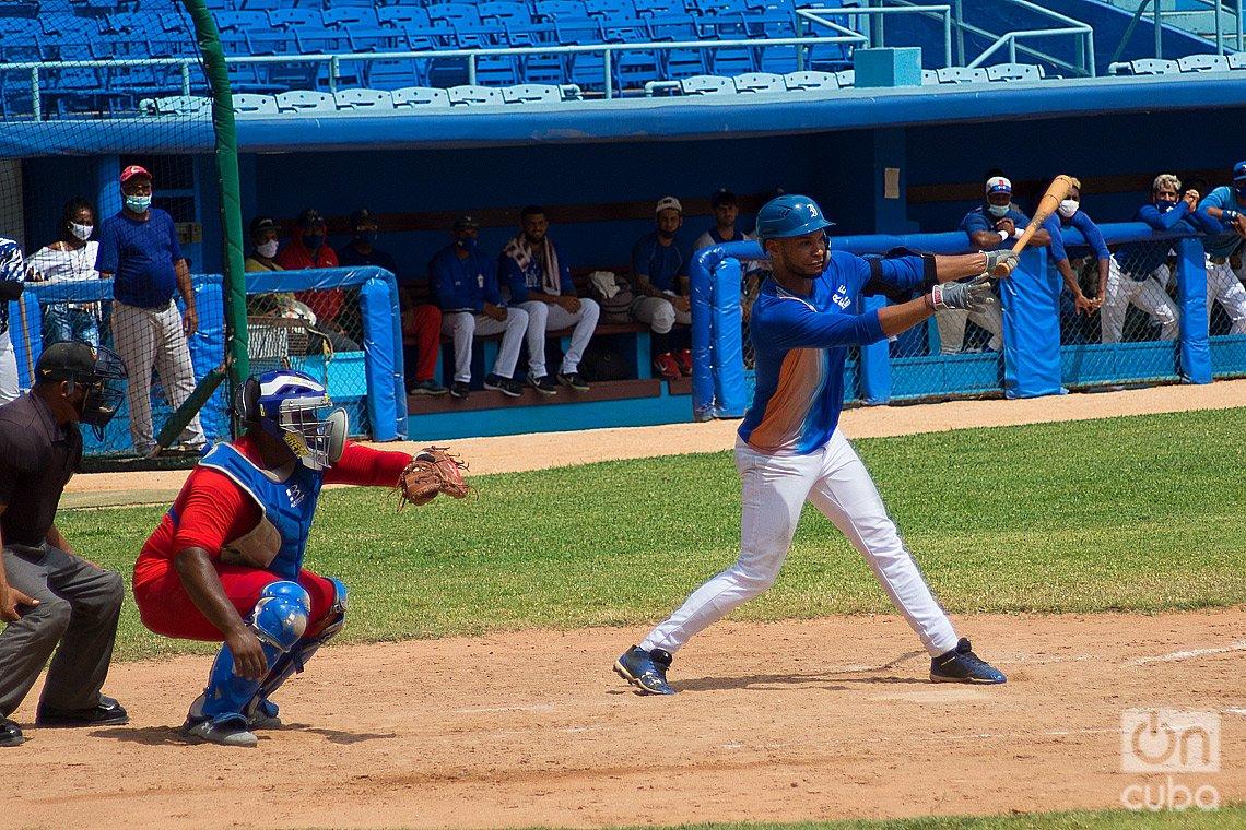 Entrenamiento en el estadio Latinoamericano, en La Habana, del equipo cubano que jugará la Copa del Caribe en Curazao. Foto: Otmaro Rodríguez.